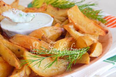 Угощайтесь - ведь это так вкусно и сытно! А лучше приготовьте картофельные дольки для своей семьи - особенно сильная половина оценит их по достоинству! А еще советую обязательно попробовать блюдо белорусской кухни - [драники картофельные](/recipe/draniki-kartofelnye)
