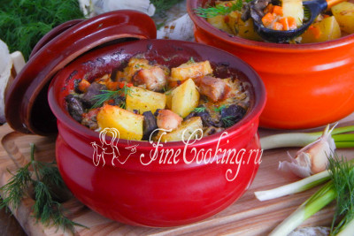 Подаем наши горшочки горячими в сопровождении свежих овощей и зелени
