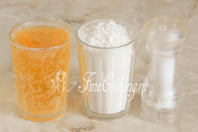 Для приготовления пивного кляра нам понадобятся всего 3 ингредиента: светлое пиво, пшеничная мука (у меня высшего сорта) и соль