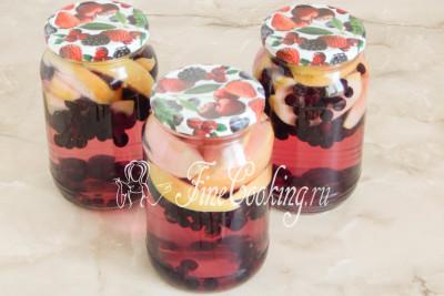За это время черноплодная рябина пустит сок и вода станет розовой