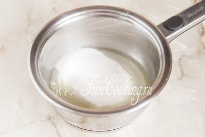 Тем временем сделаем белково-масляный крем, который станет начинкой для домашних конфет Рафаэлло
