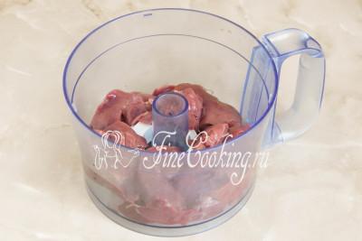 Сделать фарш для печеночных котлет можно любым удобным способом: с помощью мясорубки, погружного или стационарного блендера, кухонного комбайна (насадка - металлический нож)