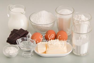 Для приготовления вкусных и нежных бисквитных пирожных Ламингтон нам понадобятся следующие ингредиенты: мука пшеничная высшего сорта, сахарный песок, молоко любой жирности (я взяла 3,2%), крупные куриные яйца (50-55 граммов каждое), сливочное масло (жирностью не менее 72%), горький шоколад, картофельный крахмал, кокосовая стружка, разрыхлитель теста и питьевая вода