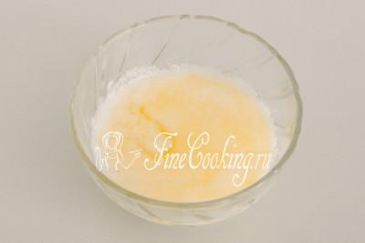 Растопить сливочное масло и сильно нагреть воду удобнее всего сразу в микроволновой печи
