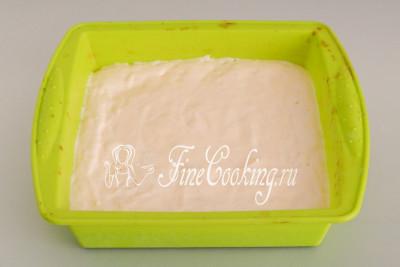 Традиционно бисквитный корж для пирожных выпекают в квадратной или прямоугольной форме