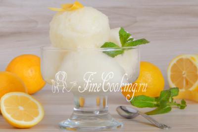 Подаем лимонный сорбет и сразу кушаем, как так он быстро тает