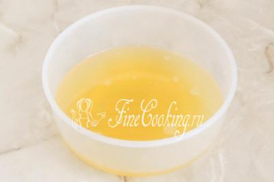 Для этого добавляем в сахарный сироп сок лимонов