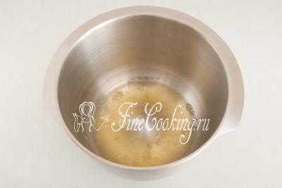 Итак, первым делом нужно приготовить основу для рулета - [французскую меренгу](/recipe/francuzskaya-merenga)
