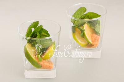 Подберите подходящую посуду - к примеру, 2 стеклянных стакана (емкостью 250-300 мл)