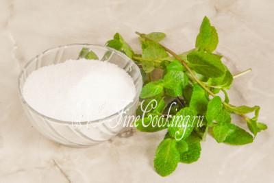 Для того чтобы приготовить ароматный мятный сахар, нам понадобится всего 2 ингредиента - сахарный песок и свежая мята