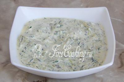 Шаг 7. Перемешиваем - огуречный соус полностью готов