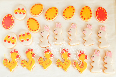 Остается дать печенью полностью высохнуть и можно спрятать его, чтобы не нашли детки, до самой Пасхи