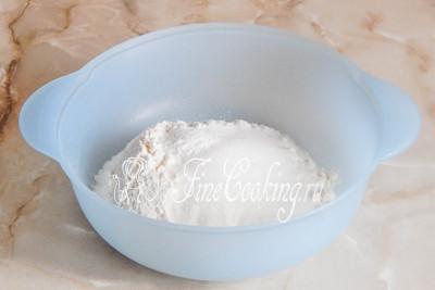 Вообще, тесто можно приготовить двумя способами: руками или с помощью кухонного комбайна