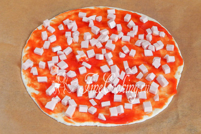 Пицца с луком и вареной колбасой в духовке - рецепт пошаговый с фото
