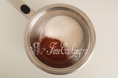 В кастрюльку или сотейник насыпаем 150 граммов сахара и две полные столовые ложки качественного порошка какао