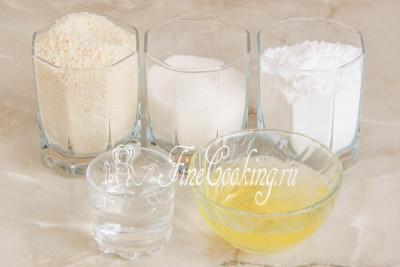Шаг 1. Для приготовления пирожных Макарон нам понадобятся следующие продукты: миндальная мука, яичные белки, сахарная пудра, сахарный песок и вода