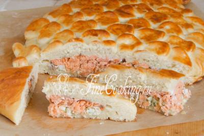 Кушать рыбный пирог можно как в теплом, так и холодном виде - в любом случае получается очень вкусно, сытно и ароматно