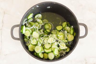 Оставляем салат при комнатной температуре примерно на полчаса