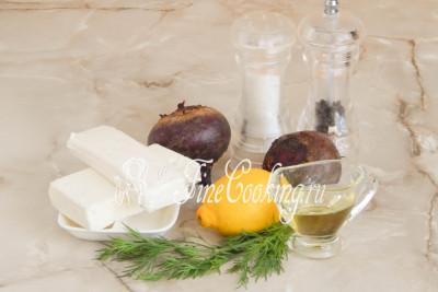 В рецепт этого простого салата входит свекла (масса в уже готовом и очищенном виде), сыр фета, любое растительное масло на ваш вкус (у меня подсолнечное рафинированное), лимонный сок, немного свежего укропчика, а также соль и молотый черный перец