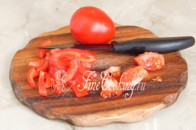 Следом моем и обсушиваем свежие томаты