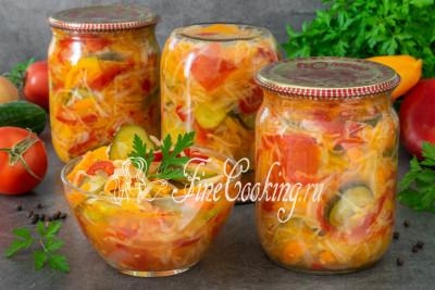 Капуста, огурцы, помидоры, сладкий перец, лук и морковь - все краски и вкусы лета в одной банке! Леночка, огромное спасибо за заказ и возможность поделиться проверенным рецептом с другими