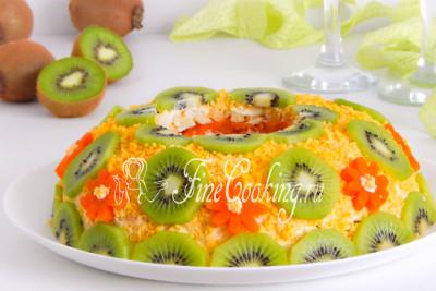 Перед подачей этому салату желательно часа 3-4 настояться и пропитаться в холодильнике