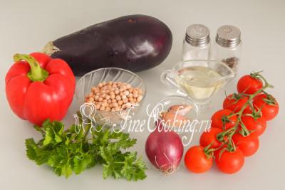 Для приготовления этого простого, вкусного и полезного салата нам понадобятся следующие ингредиенты: баклажан, сладкий перец, помидоры черри, нут, репчатый лук, чеснок, петрушка, рафинированное растительное (у меня подсолнечное) масло, соль и молотый черный перец