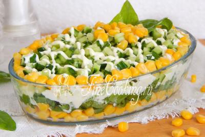 Шаг 10. Такой салат можно сразу подавать на стол или немного охладить его