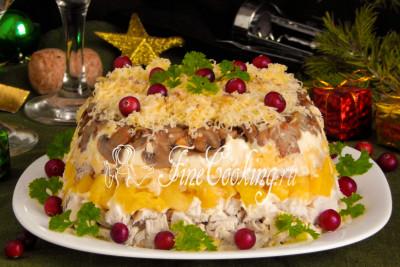 Приготовьте этот простой и вкусный салатик на праздничный стол (скоро ведь Православное Рождество), гости и домашние будут в восторге!