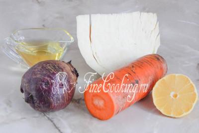 В рецепт этого [простого овощного салата](/recipe/klassicheskij-salat-vinegret) входит свежая белокочанная капуста, свекла и морковь