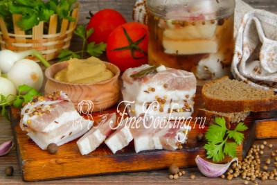 Ароматная горчица, черный хлебушек, свежий лучок, овощи и зелень - отличное дополнение к домашнему соленому салу