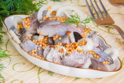 Я просто убеждена, что любителям соленой рыбки такая закуска точно понравится