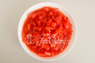 После подготовительных работ у нас получается 700 граммов томатной мякоти с соком