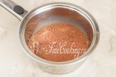 Первым делом сделаем шоколадную глазурь, которая станет соединяющей основной для сладкой колбасы