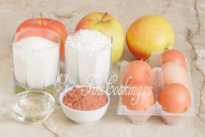 Шоколадная шарлотка с яблоками