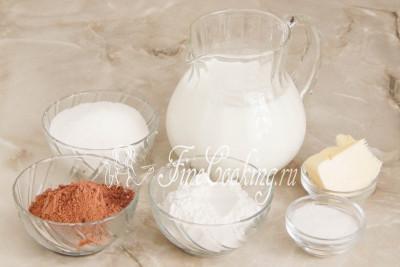 В рецепт шоколадно-ванильного пудинга входят следующие ингредиенты: молоко любой жирности (у меня 1,5%), сахарный песок, мука пшеничная высшего сорта, сливочное масло, качественный порошок какао и ванильный сахар (я пользуюсь домашним, но при желании можно заменить щепоткой ванилина)