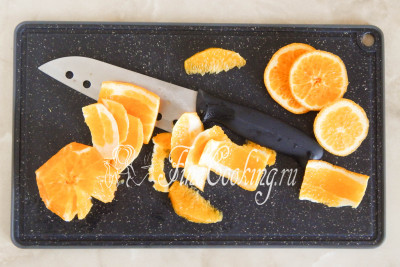 Апельсин (берите покрупнее) моем и обсушиваем