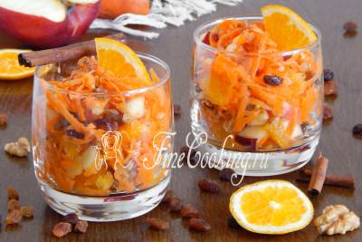 Вкусный, сочный, полезный и быстрый в приготовлении сладкий салат из моркови, яблока и апельсина - это отличный десерт или полдник для всей семьи