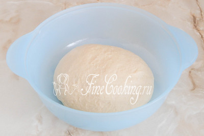 Вымешиваем тесто около 10-15 минут