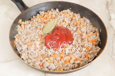 Дальше наступает время томатной составляющей будущего соуса Болоньезе