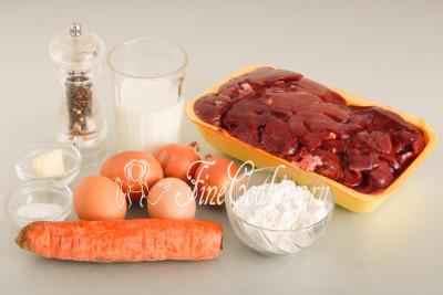Для приготовления нежного и воздушного печеночного суфле нам понадобятся следующие ингредиенты: куриная печень, куриные яйца, репчатый лук, морковь, молоко любой жирности, пшеничная мука (высшего или первого сорта), соль, молотый черный перец, а также немного сливочного масла для смазывания формы