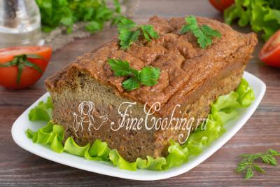 Достаем суфле из куриной печени, нарезаем порционно и подаем в горячем, теплом или холодном виде (кому как больше нравится)