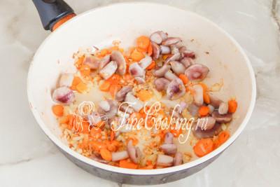 Как раз и морковь с луком поджарились и зарумянились