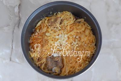После сигнала о готовности блюда добавляем измельченный свежий чеснок