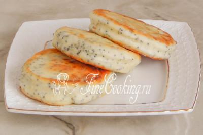 Шаг 12. Вкуснейший десерт готов - подаем нежные, ароматные сырники с хрустящими зернышками мака теплыми или в холодном виде (как вам больше нравится)