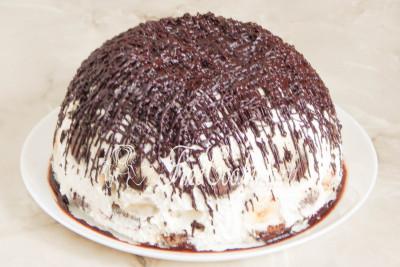 Остается украсить наш простой и вкусный десерт растопленным шоколадом