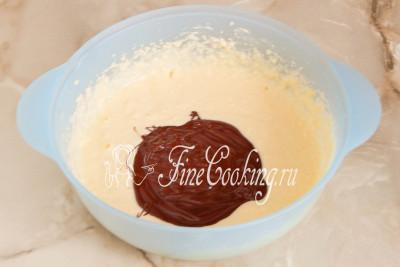 Яйца с сахаром и маслом увеличатся в объеме раза в 4, при этом крупинки сахара практически растворятся
