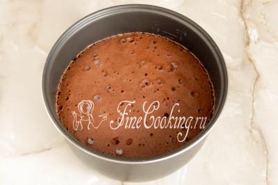 Выпекать этот ароматный шоколадный бисквит в мультиварке нужно на режиме Выпечка в течение 1 часа