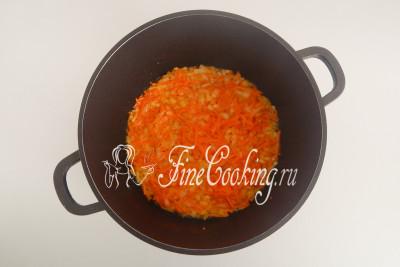 Лук с морковью стали мягкими и ароматными