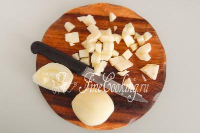 В последнюю очередь займемся яблоками (чтобы не успели потемнеть), при этом не забудем включить греться духовку (170-180 градусов)
